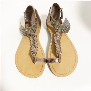 Guess by marciano. Braided sandlas